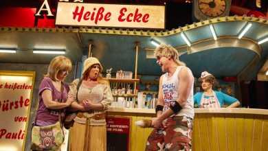 """Photo of Zum 15. """"Heiße Ecke""""-Geburtstag spielen Hamburger Promis im Kiez-Kultmusical mit"""