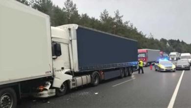 Photo of LKW-Fahrer übersieht Stauende