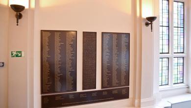Photo of Gedenktafel für die Opfer des Faschismus im Rathaus Harburg erweitern