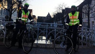 Photo of Buxtehuder Polizisten mit dem Fahrrad auf Corona-Streife