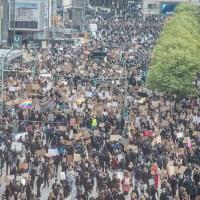 Tausende demonstrieren gegen Rassismus