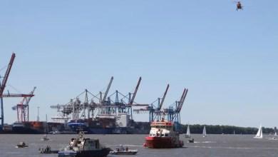 Photo of Motorboot von Verleihfirma fährt auf Leitdamm auf