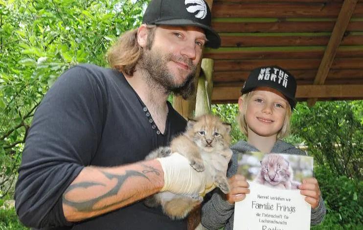 Bild von Torsten Frings übernimmt Patenschaft für Luchsnachwuchs im Wildpark Schwarze Berge