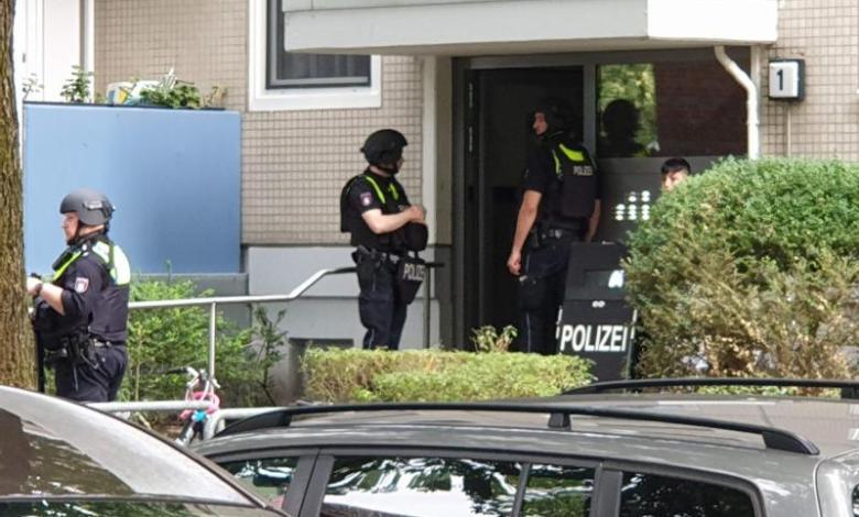 Bild von Streit eskaliert – SEK öffnet Wohnung eines Tatverdächtigen
