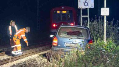 Bild von S-Bahn kollidiert mit bereits verunfalltem Fahrzeug