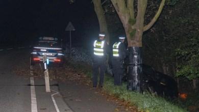 Bild von Porsche-Fahrer flüchtet nach Unfall und lässt sein Auto in Graben zurück
