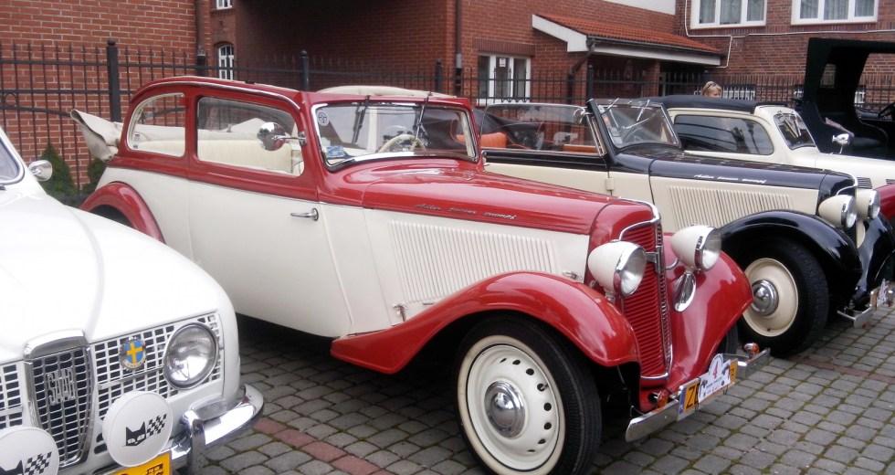 Stare samochody w Szczecinku. Trwa III Dixie Rajd Old Mobile