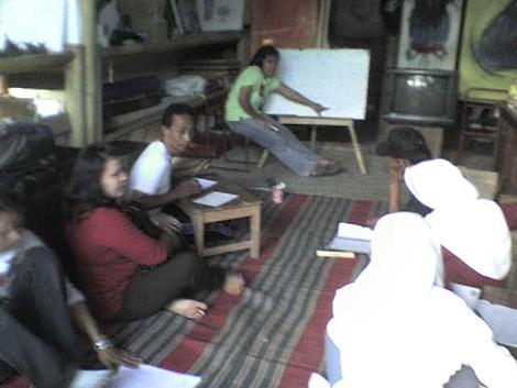 kegiatan-lokakarya-bahasa-inggris-bersama-putri-sarinande-di-saung-sinau-art-course2