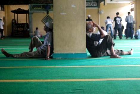 Masjid ini juga sering menjadi tempat melepas lelah bagi sebagian orang