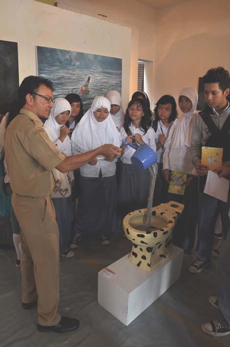 Pameran ini juga dijadikan studi banding oleh guru sekaligus kurator pameran