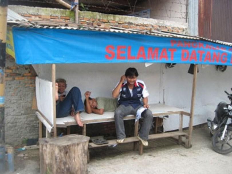 Pangkalan ojek di simpang Jalan Kober