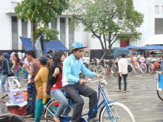 Sepeda Ontel di Kota Tua