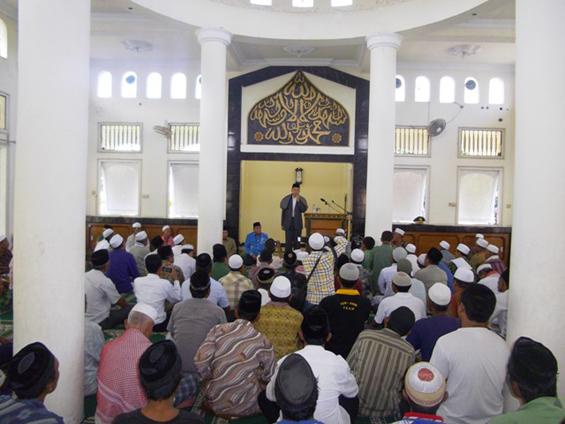 Tuan Guru Zainul Majdi, Gubernur Nusa Tenggara Barat, ketika hadir di Masjid Kr. Subagan Pemenang Barat