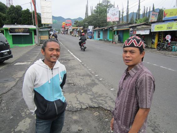 Foto bersama Pak Ujang.