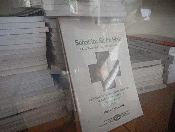 """Buku hasil penelitian SKPKC, berjudul """"Sehat itu Sa Pu Hak"""""""
