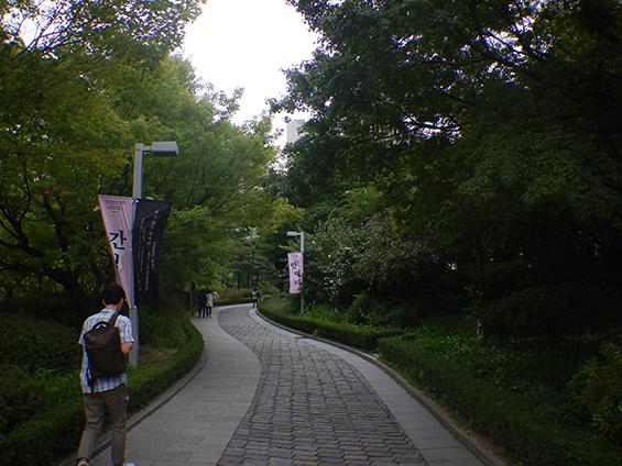 Jalan setapak menuju Seoul Museum of Art.
