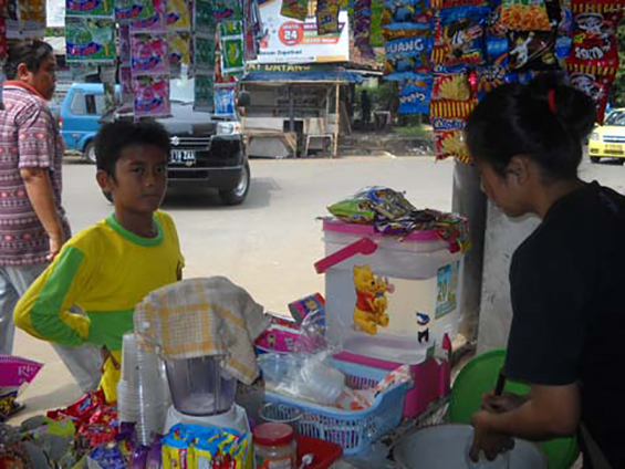 Teh Titi, one of the stall owners at Parung Bingung 3-way intersection