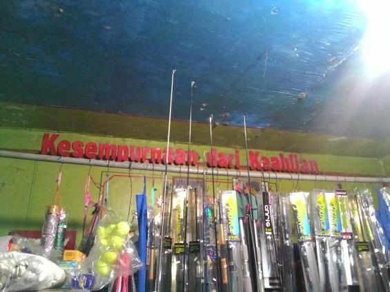 Slogan di salah satu toko pancingan di daerah Sumpu.