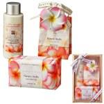華やかなプルメリアの香りのギフトセット。大切な方への贈り物に最適。