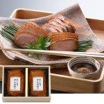 合鴨ロース肉を醤油味で煮込んだ、赤身が残る肉とコクのある煮込みタレが特徴