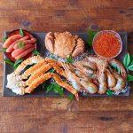 毛蟹の濃厚で繊細な蟹身、鱒いくら醤油漬、大きなサイズの牡丹海老