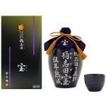 国産の有機玄米を使用し、伝統のかめ壷仕込みで5年以上の熟成を経て造られた黒酢。