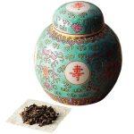 景徳鎮で作られた茶壷に、香りよい烏龍茶を詰めました。茶壷入り烏龍茶