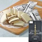 スカイツリーのパッケージ。クッキーともチョコレートとも違う食感のお菓子