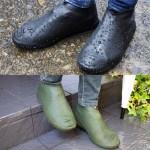 防水シューズカバー。シリコン素材を使用しているため、伸縮性があり、靴や足首にフィット