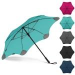 ストレートハンドルを採用し、傘本体との一体感がスタイリッシュな印象です。