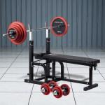 主に胸・肩・腕の筋肉を鍛えることができるハードベンチにバーベルをセット。