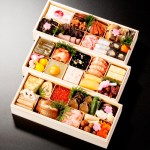 金沢の老舗料亭の味を詰め込みました。華麗で豪華な加賀料理のおせち