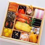 焼物、煮物など海産物を中心とする和風のおせち料理です。税込10,800円送料込み
