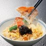 仁多米、伝承秘伝出汁で炊き上げた炊き込みご飯に山陰の食材を合わせた逸品。