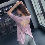 後ろ姿の綺麗なバックデザインTシャツ シンプルなTシャツを個性的に着こなせます
