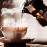 コーヒーのプロフェッショナルになるために必要な専門知識と基本技術を習得