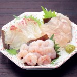 新鮮な魚を昆布で〆て旨味を閉じ込めた富山ならではの伝承の品です。