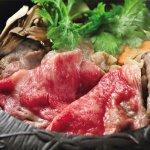 肥育期間、肉質にこだわり選び抜いた米沢牛を仕入れ、全国のお客様へお届け