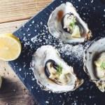大好評の殻付き牡蠣を期間限定特別特価で販売させていただきます。