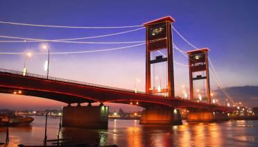 Jembatan Ampera (foto by anekatempatwisata.com)