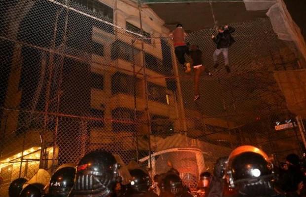 اقتحام السفارة السعودية في طهران وإشعال النيران فيها