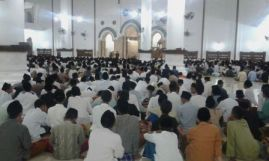 Ustad yusuf ngisi di masjid