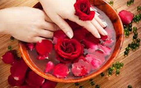 وصفة ماء الورد لتكبير الثدي