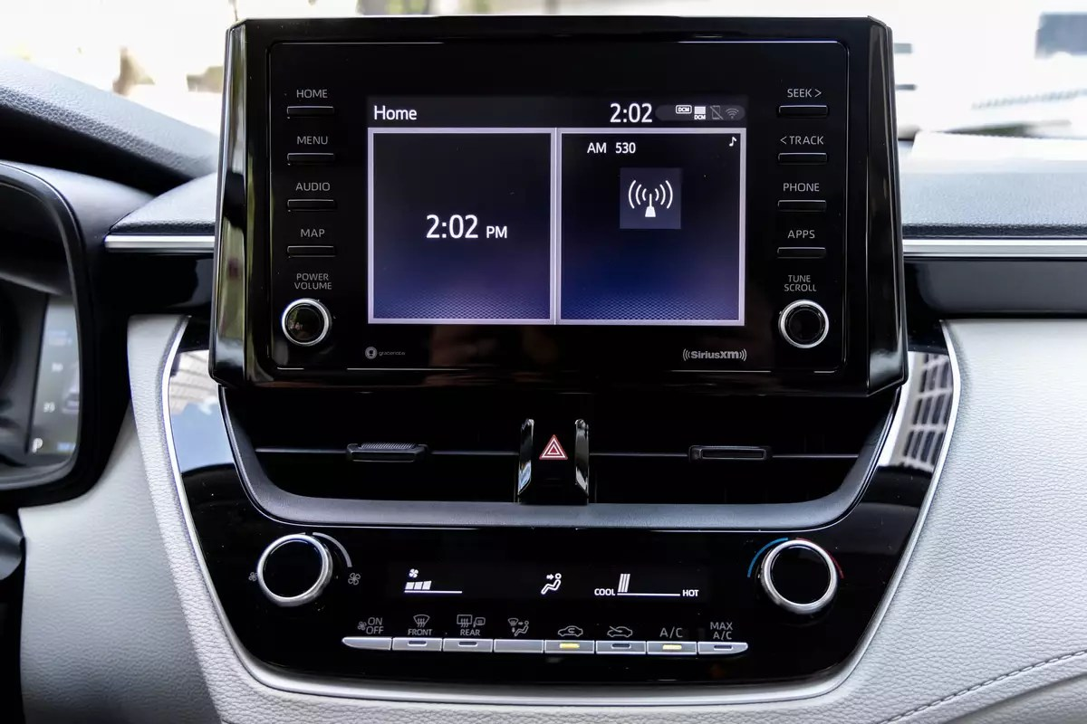 toyota-corolla-cross-xle-2022-45-center-stack-display-front-row-infotainment-system-interior