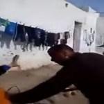 فيديو مرعب.. مغربي يعتدي بساطور على زوجته وشقيقها في الشارع