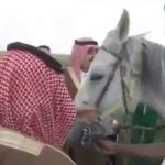 شاهد: فيديو نادر للملك فهد رحمه الله والملك سلمان وعبدالعزيز بن فهد عندما كان طفلا