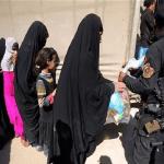 داعش يعدم شاباً ووالدته ويعلق جثتيهما على جسر في الموصل