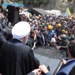 """بالفيديو والصور : لحظة الاعتداء على موكب """"روحاني"""" من عائلات ضحايا منجم """"قولستان"""""""