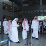 """""""سعود الحازمي"""" يتفقد مطبوعات مطار الملك عبدالعزيز الدولي بجدة .. وهذه توجيهاته للعاملين – صور"""