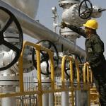 النفط يقترب من أعلى مستوى منذ يونيو 2015 وسط تخفيضات الإنتاج